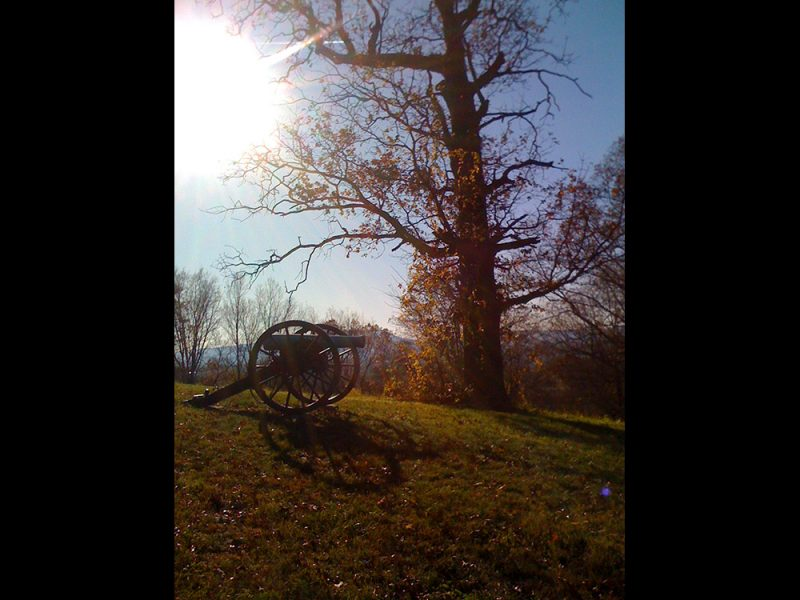 Battles for Chattanooga: [2009] The oak and cannon at the peak of Tunnel Hill on a clear cool autumn day
