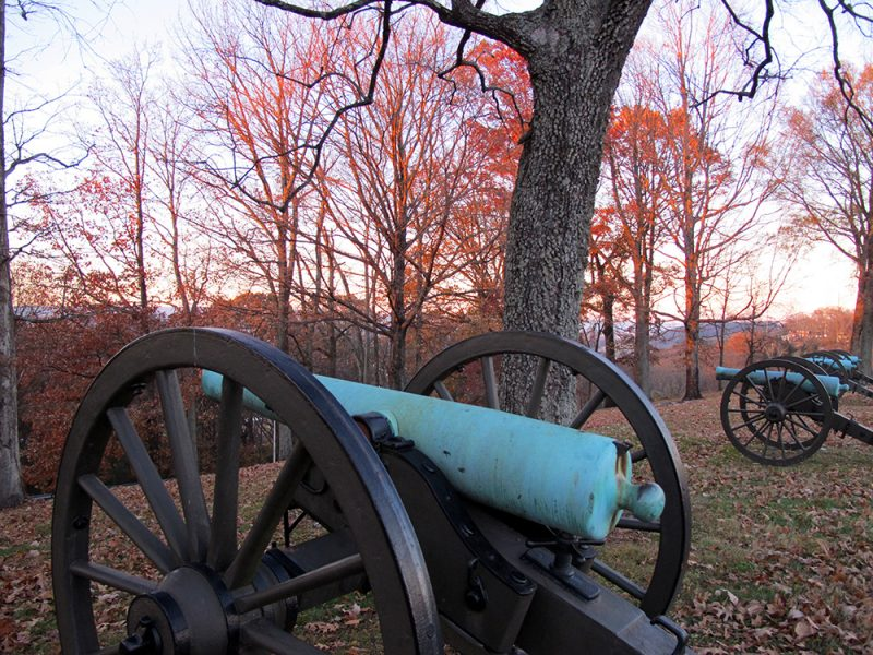 Battles for Chattanooga: [2014] A row of artillery atop the ridge at the Bragg Reservation
