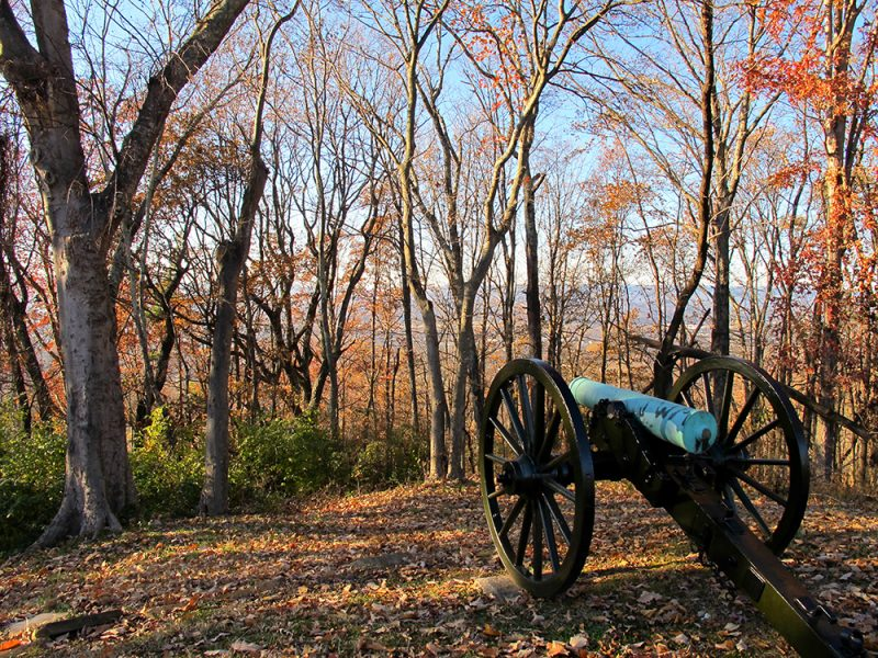 Battles for Chattanooga: [2014] Cannon facing west and towards the steep slopes that lead up to the De Long Reservation